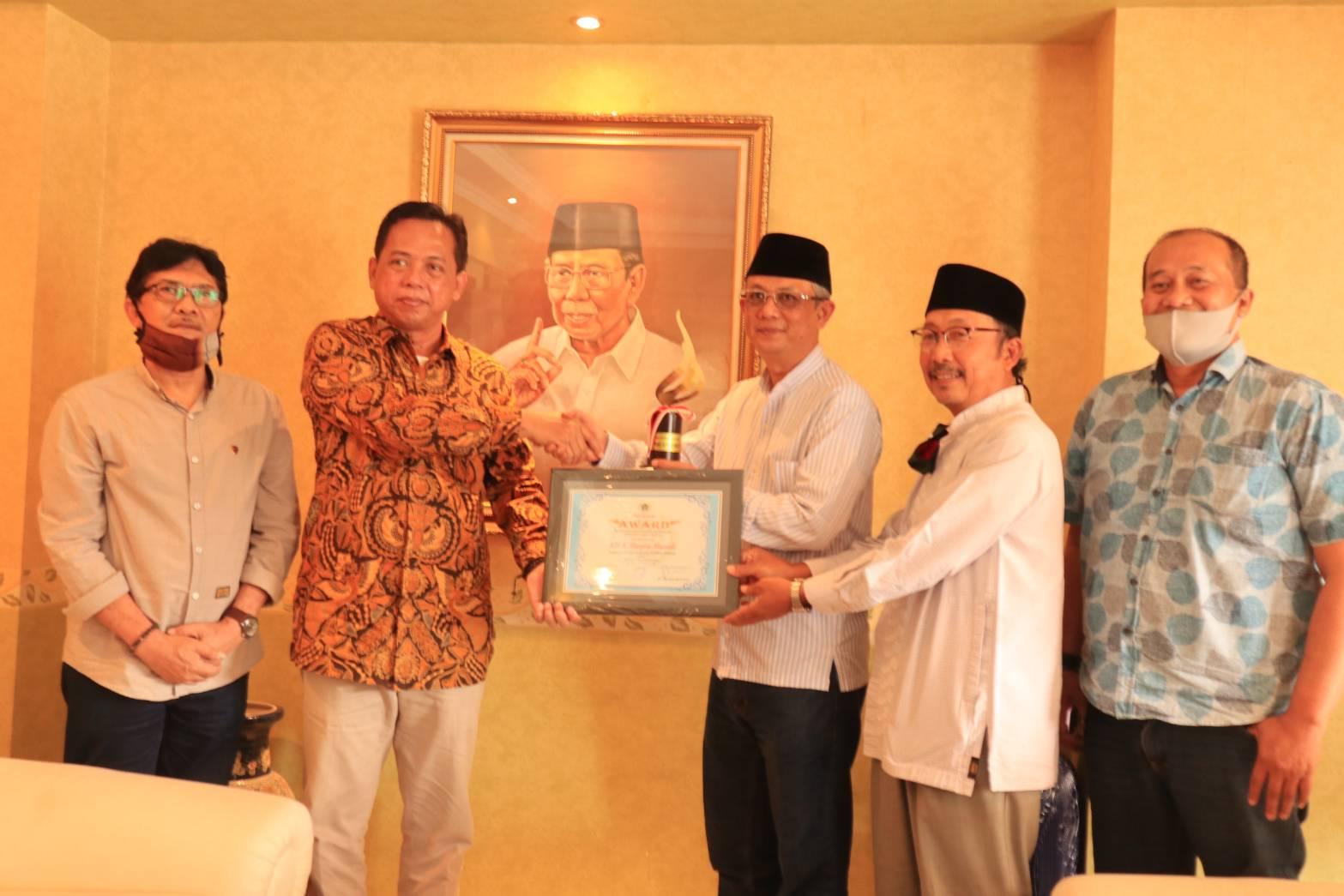 Penghargaan Untuk Dr. (HC) KH. Ahmad Hasyim Muzadi