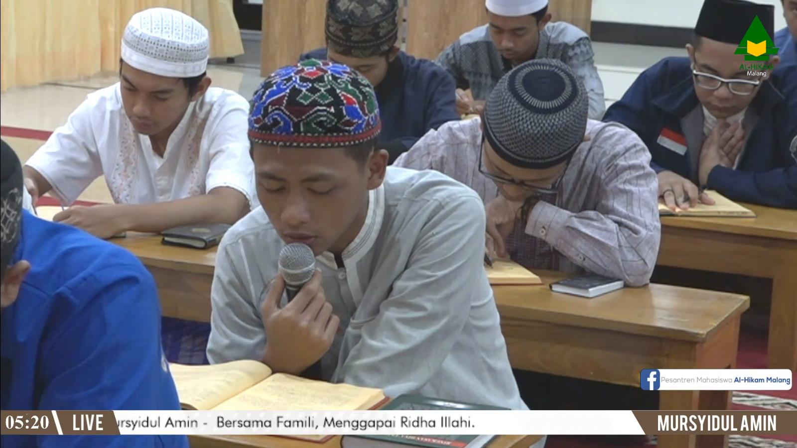Keagungan Membaca Al-Quran