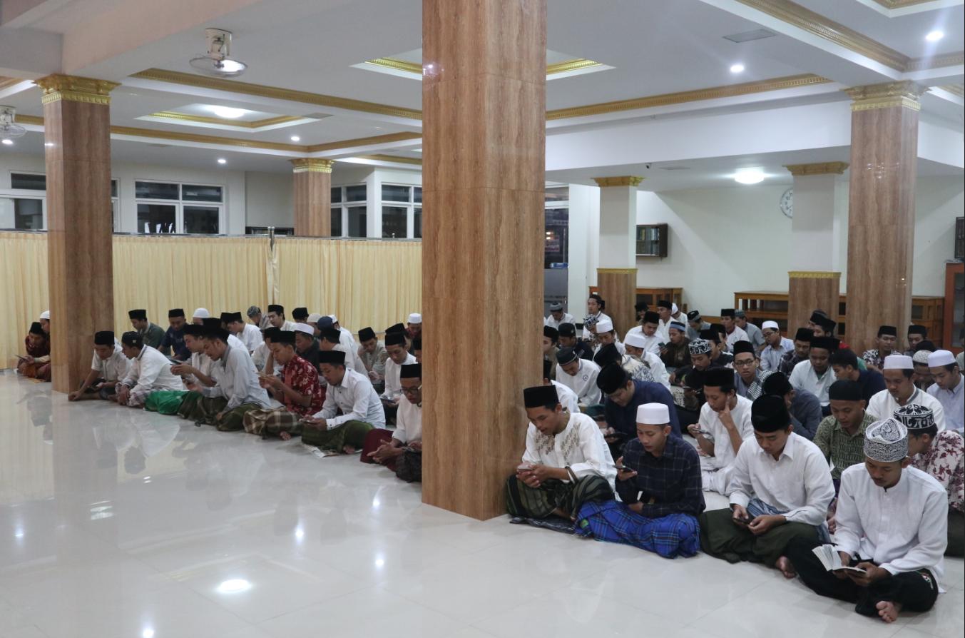 Peringati Malam Isra Miraj dan Cegah Wabah Covid-19, Pesma Al-Hikam gelar pembacaan Sholawat Burdah